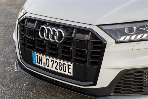 Detalle frontal Audi Q7 60 TFSIe Quattro