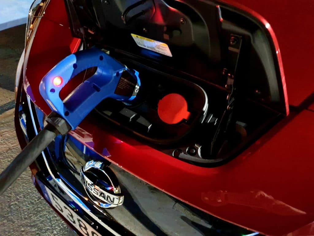 Nissan Leaf e+ detalle carga