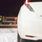 Coche eléctrico con nieve